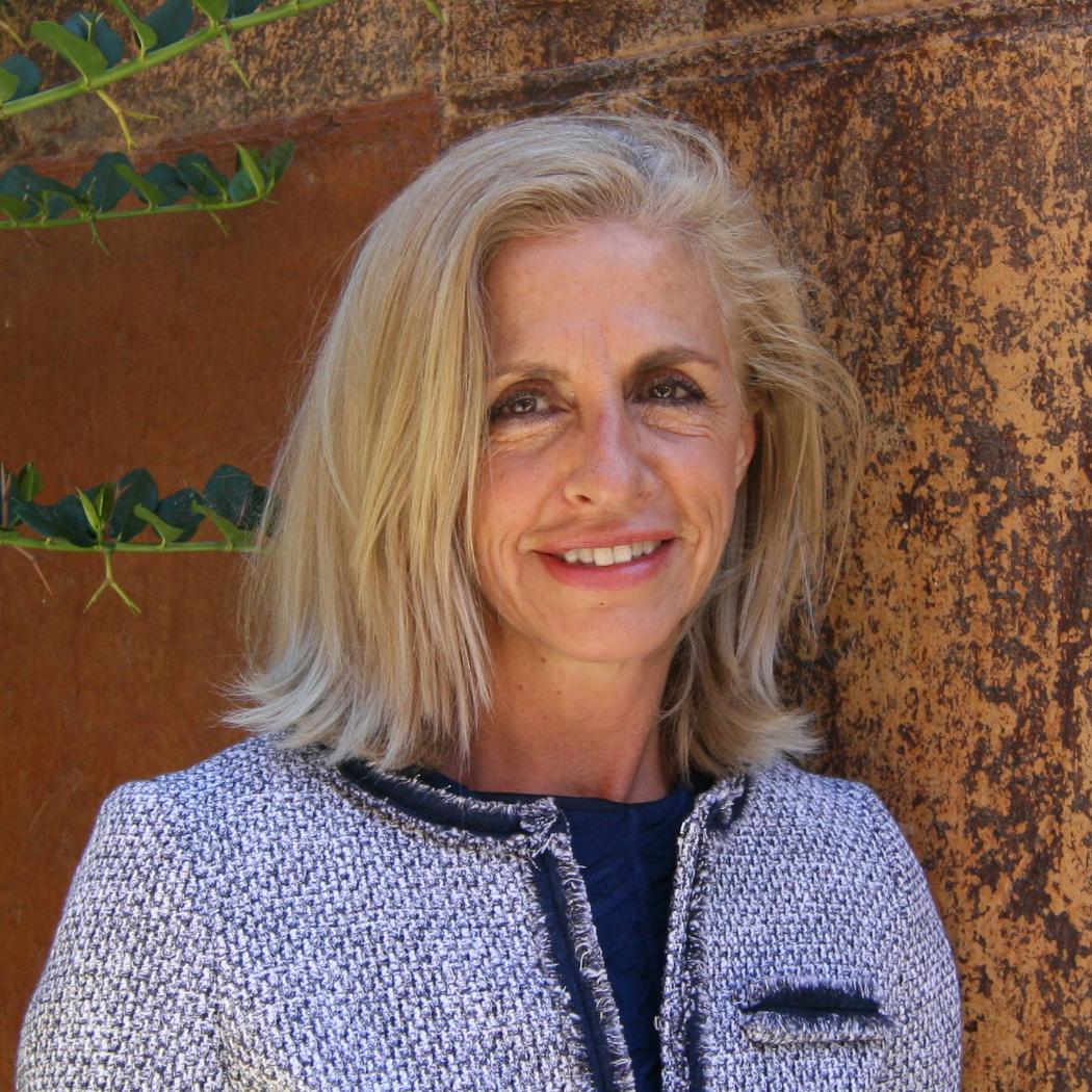Dra. Mercedes Martínez Benavides